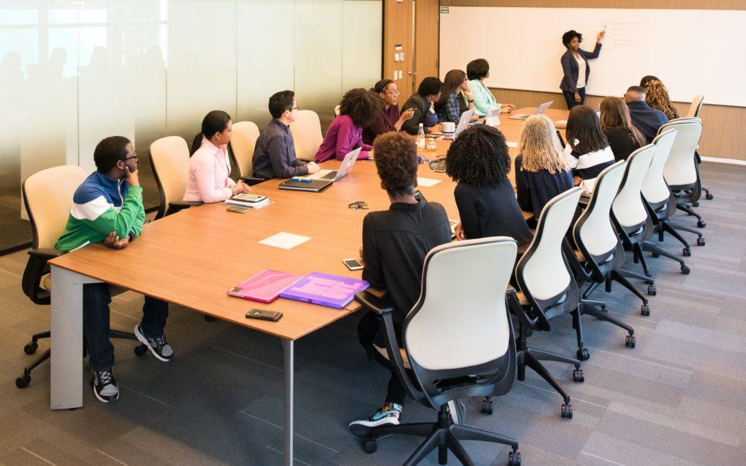 Doit-on choisir entre formation en ligne et en présentiel ?